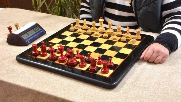 Knubbel Chess Set