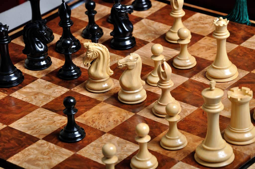 """Pieces Only Blood Rosewood The Benevento Luxury Chess Set 4.4/"""" King"""