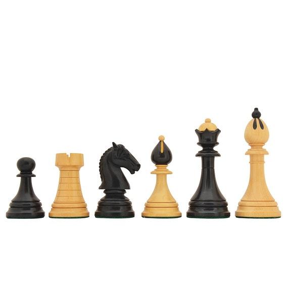 Chessmen in Ebony wood & Boxwood